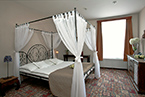 Stylish romantic double room in the Tacl Hotel